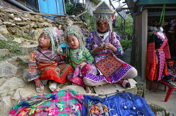 Trẻ em H'mong ở tỉnh Lào Cai, Việt Nam - Sputnik Việt Nam