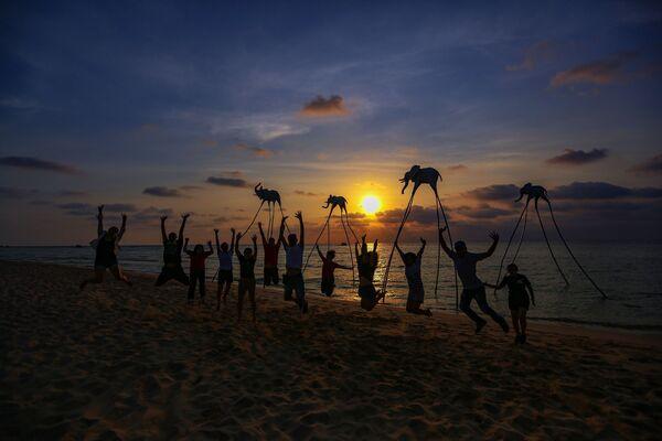 Khách du lịch tại bãi Trường trên đảo Phú Quốc, Việt Nam - Sputnik Việt Nam
