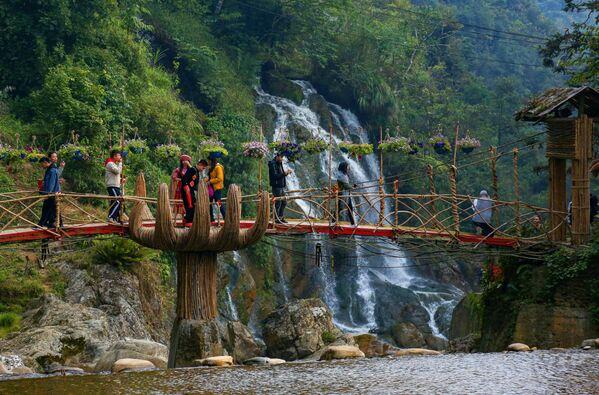 Đài quan sát ở khu vực thác Bạc, tỉnh Lào Cai, Việt Nam - Sputnik Việt Nam
