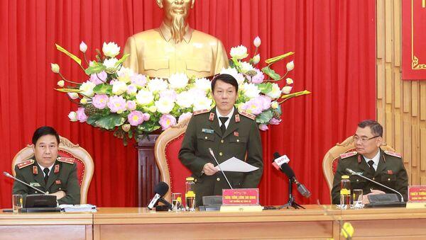Trung tướng Lương Tam Quang, Thứ trưởng Bộ Công an trả lời các câu hỏi của phóng viên. - Sputnik Việt Nam