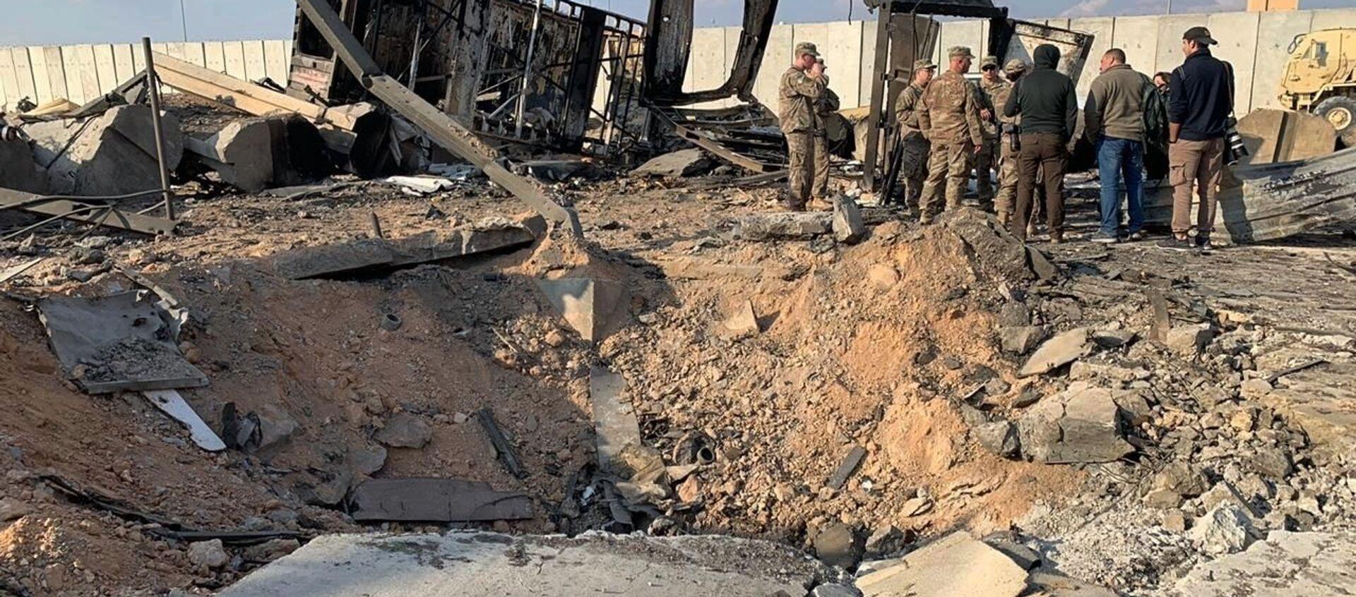 Các quân nhân Mỹ tại hiện trường vụ tấn công tên lửa vào căn cứ quân sự Ain al-Asad ở Iraq - Sputnik Việt Nam, 1920, 05.07.2021