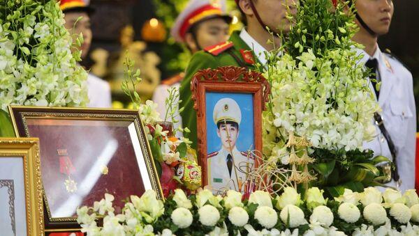 Những hình ảnh xúc động tại Lễ tang 3 chiến sĩ Công an nhân dân hy sinh tại Đồng Tâm. - Sputnik Việt Nam