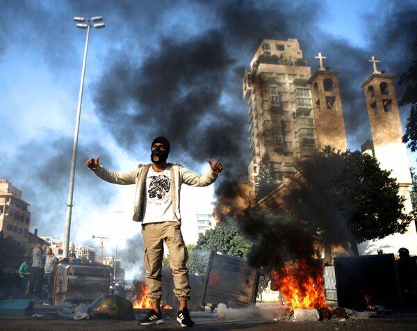Người tham gia cuộc biểu tình chống chính phủ ở Beirut - Sputnik Việt Nam