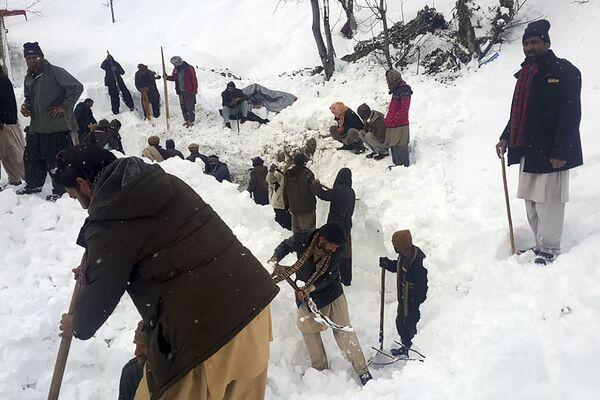 Người dân địa phương tìm kiếm nạn nhân tuyết lở ở Thung lũng Neelum, Kashmir do Pakistan kiểm soát - Sputnik Việt Nam