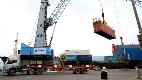 Cảng Quy Nhơn phấn đấu hoàn thành kế hoạch sản xuất kinh doanh năm 2020 với sản lượng hàng hóa thông qua cảng đạt 10 triệu tấn. - Sputnik Việt Nam