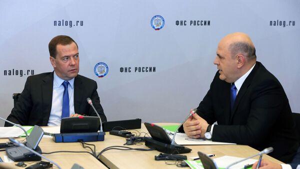 Dmitry Medvedev và Mikhail Mishustin. - Sputnik Việt Nam