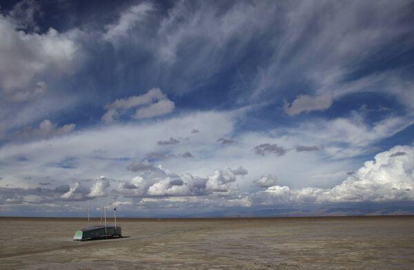 Con thuyền bỏ hoang trên hồ khô cạn Poopo ở Bolivia, năm 2016 - Sputnik Việt Nam