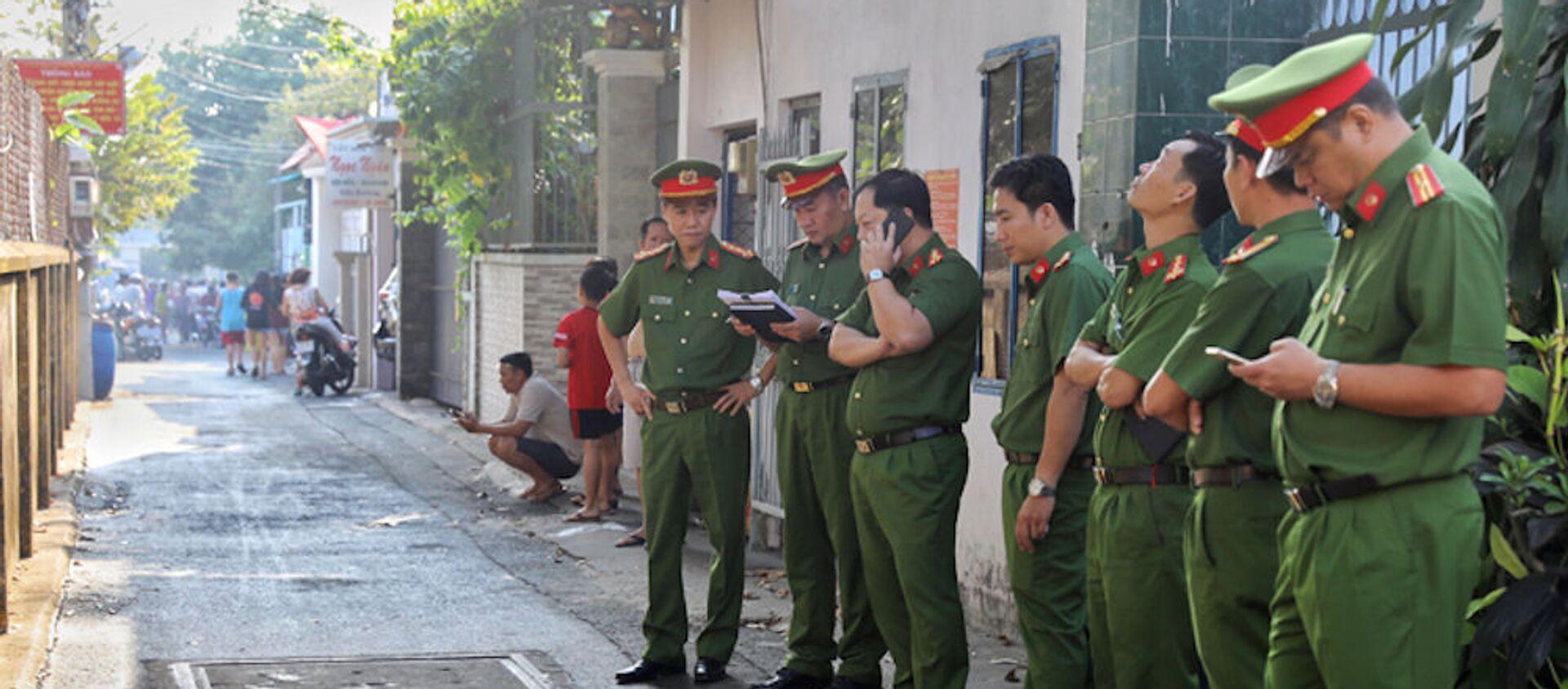 Cảnh sát phong tỏa hiện trường vụ hỏa hoạn.  - Sputnik Việt Nam, 1920, 21.01.2020