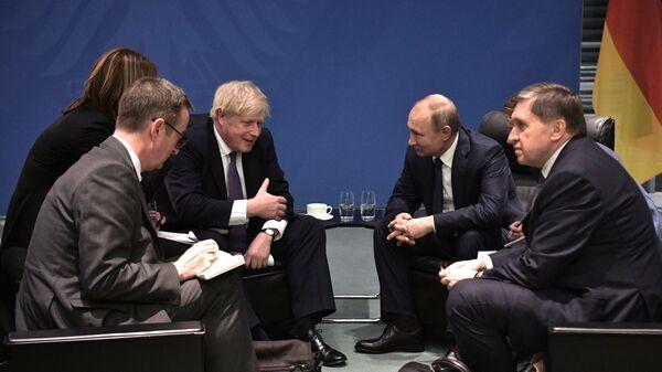 Cuộc gặp giữa hai ông Putin và Johnson ở Berlin. - Sputnik Việt Nam