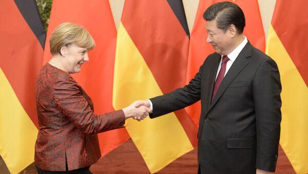Bà Merkel và ông Tập Cận Bình. - Sputnik Việt Nam