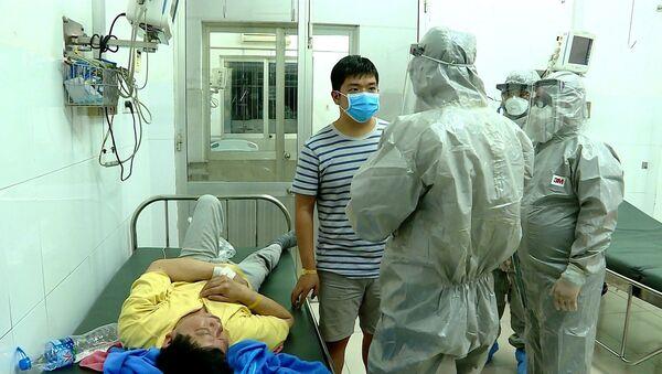 Đoàn công tác của Bộ Y tế thực hiện các biện pháp nghiệp vụ với bệnh nhân dương tính với virus nCoV - Sputnik Việt Nam