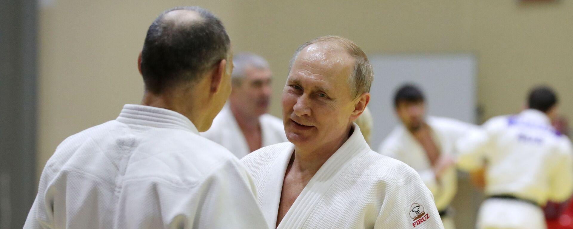 Tổng thống Nga Vladimir Putin trong buổi tập với các thành viên đội tuyển judo quốc gia Nga - Sputnik Việt Nam, 1920, 24.01.2020