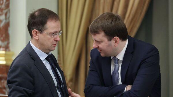 Vladimir Medinsky và Maxim Oreshkin. - Sputnik Việt Nam