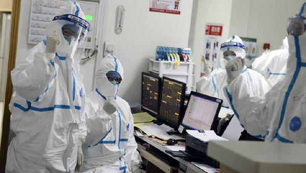 Nhân viên y tế tại bệnh viện Vũ Hán, Trung Quốc - Sputnik Việt Nam