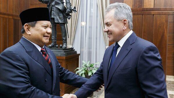Cuộc họp của Bộ trưởng Quốc phòng Nga và Indonesia Sergei Shoigu và Prabovo Subianto tại Moscow - Sputnik Việt Nam