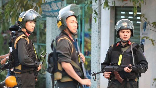 Lực lượng cảnh sát, công an triển khai lực lượng vây bắt nghi can nổ súng tại Củ Chi - Sputnik Việt Nam