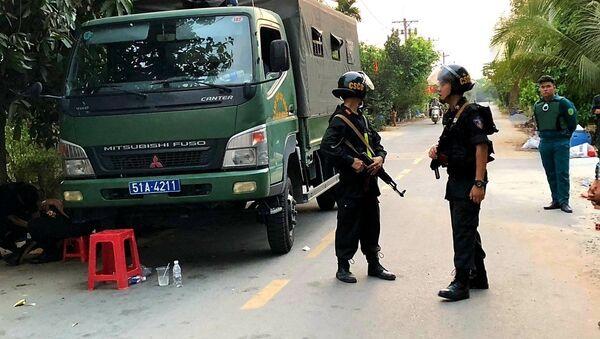 Công an phong tỏa, truy bắt đối tượng Tuấn trên địa bàn huyện Củ Chi - Sputnik Việt Nam
