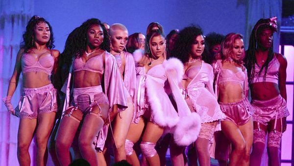 Nữ ca sĩ Ariana Grande biểu diễn tại lễ trao giải Grammy thường niên lần thứ 62 ở Los Angeles - Sputnik Việt Nam
