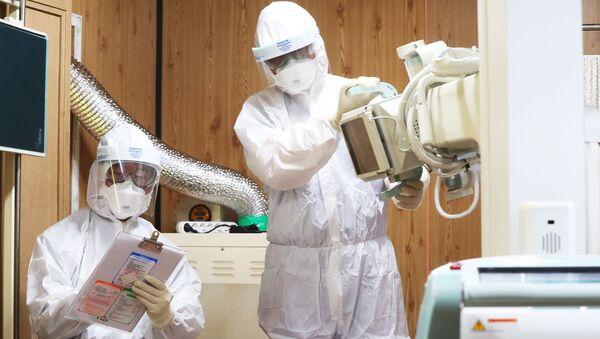 Nhân viên y tế tại một bệnh viện ở Suwon, Hàn Quốc. - Sputnik Việt Nam
