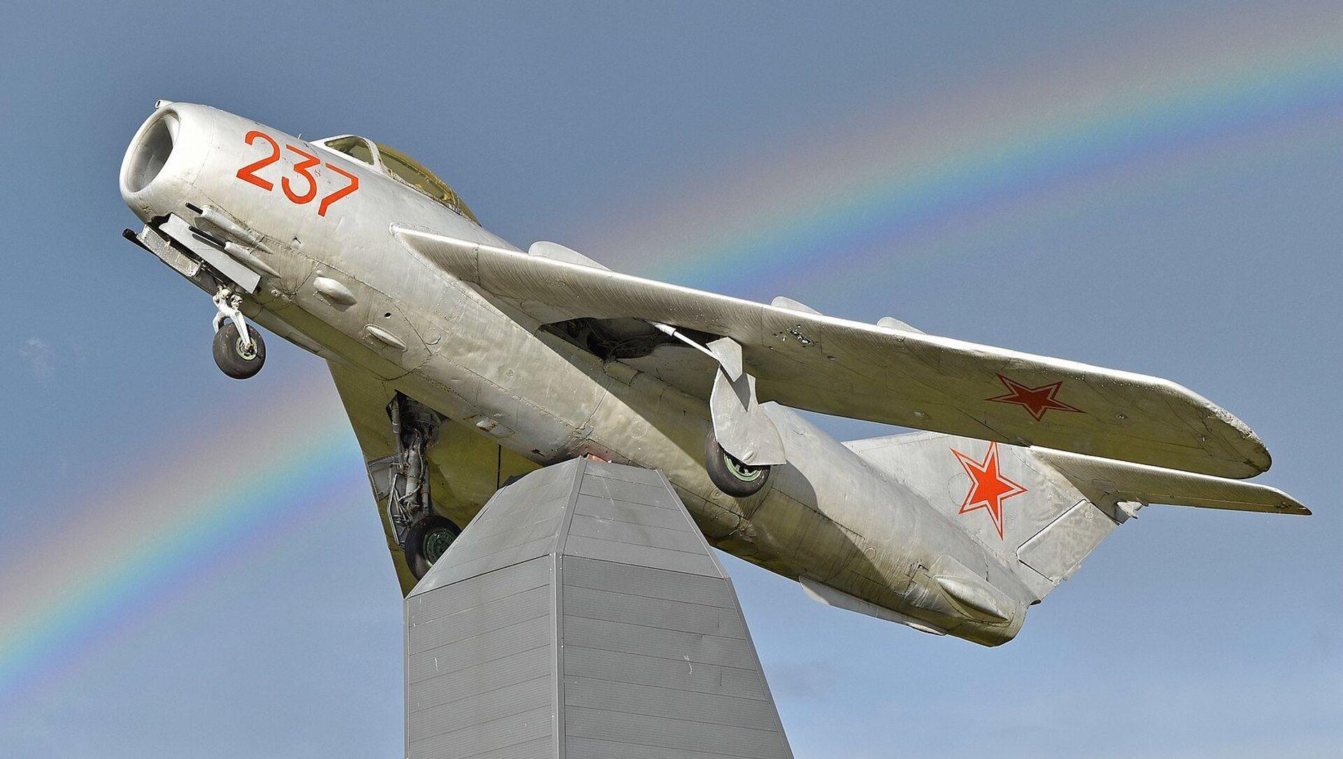 Máy bay chiến đấu MIG-17PF của Liên Xô  - Sputnik Việt Nam, 1920, 06.09.2021