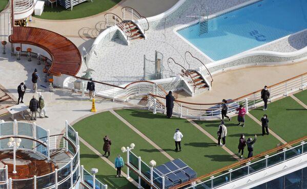 Hành khách trên boong tàu du lịch Diamond Princes bị cách ly tại cảng Yokohama của Nhật Bản - Sputnik Việt Nam