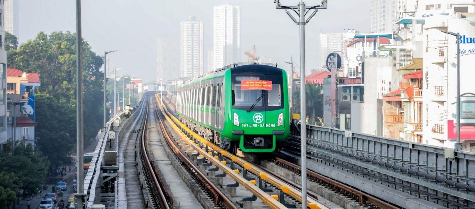Năm đoàn tàu của tuyến đường sắt trên cao Cát Linh - Hà Đông đã tiến hành chạy thử toàn tuyến. - Sputnik Việt Nam, 1920, 04.04.2020