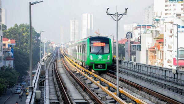 Năm đoàn tàu của tuyến đường sắt trên cao Cát Linh - Hà Đông đã tiến hành chạy thử toàn tuyến. - Sputnik Việt Nam