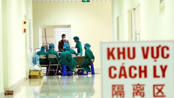 Luôn tận tình khi tiếp nhận những công dân Trung Quốc đến để vào khu vực cách ly. - Sputnik Việt Nam