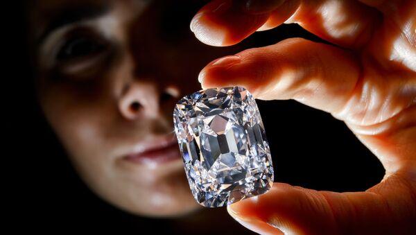 Viên kim cương quý hiếm Archduke Joseph tại nhà đấu giá Christie ở Geneva. - Sputnik Việt Nam