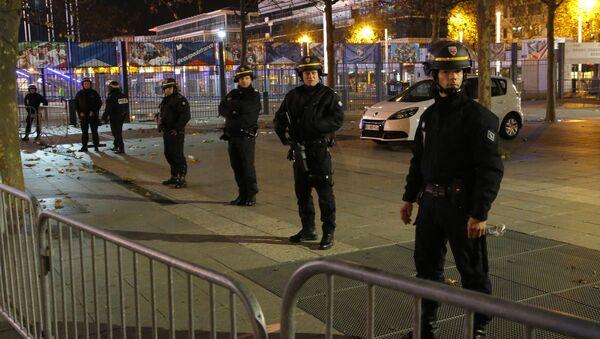 Các cảnh sát Pháp tại sân vận động Stade de France, gần đó đã xảy ra những vụ nổ - Sputnik Việt Nam