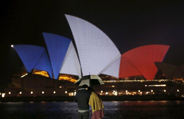 Nhà hát Opera Sydney, Australia, tưởng nhớ các nạn nhân của cuộc tấn công khủng bố tại Paris - Sputnik Việt Nam