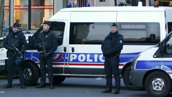 Cảnh sát Pháp đang làm nhiệm vụ - Sputnik Việt Nam