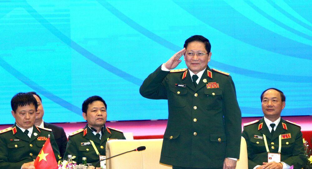 Đại tướng Ngô Xuân Lịch, Bộ trưởng Bộ Quốc phòng Việt Nam điều hành cuộc gặp.