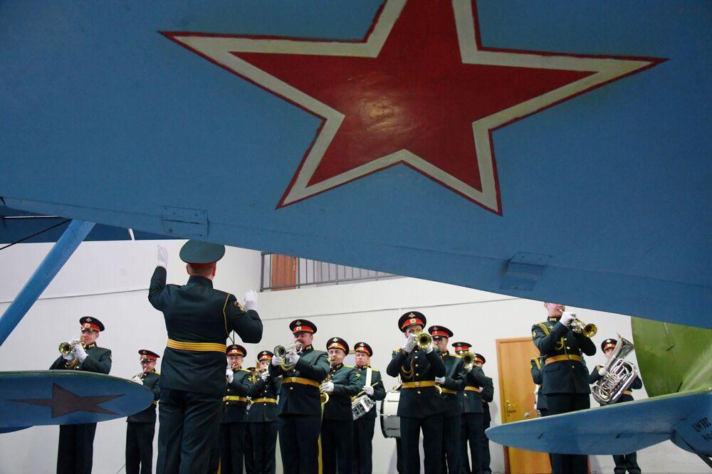 Trong lễ khai mạc triển lãm máy bay tại Bảo tàng Không quân Trung ương ở Monino
