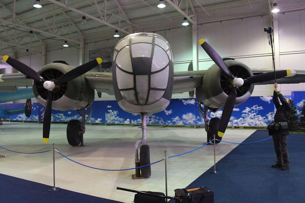 Máy bay ném bom B-25 Mitchell của Mỹ tại Bảo tàng Không quân Trung ương ở Monino