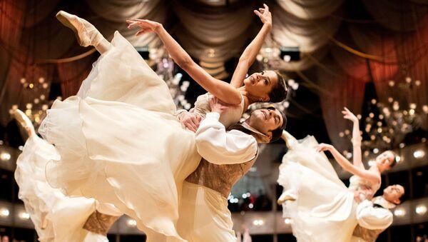 Nhóm vũ công nhà hát ba lê quốc gia Vienna tại Vienna Opera Ball truyền thống ở Vienna, Áo - Sputnik Việt Nam