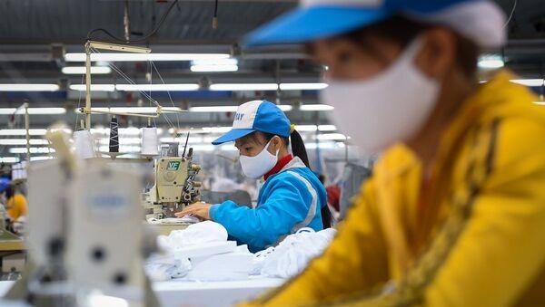 Nhiều doanh nghiệp Việt gặp khó khăn về nguyên, phụ liệu sản xuất.  - Sputnik Việt Nam