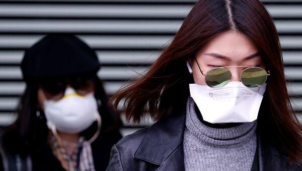 Cô gái trong mặt nạ bảo vệ, Pháp - Sputnik Việt Nam