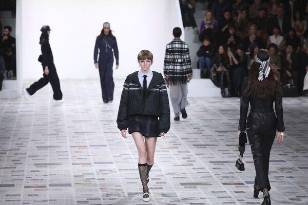 Những người mẫu của nhà mốt Dior tại Tuần lễ thời trang Paris - Sputnik Việt Nam