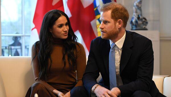 Hoàng tử Harry cùng vợ Meghan Markle trong chuyến thăm ngôi nhà Canada ở London - Sputnik Việt Nam