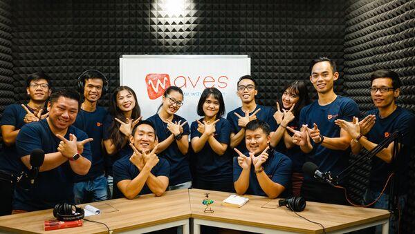 Đội hình của Waves Lê Tự Quốc Minh ngồi hàng trước bên phải - Sputnik Việt Nam