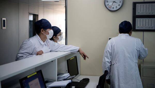 Y tá tại Trung tâm Y tế Thượng Hải - Sputnik Việt Nam