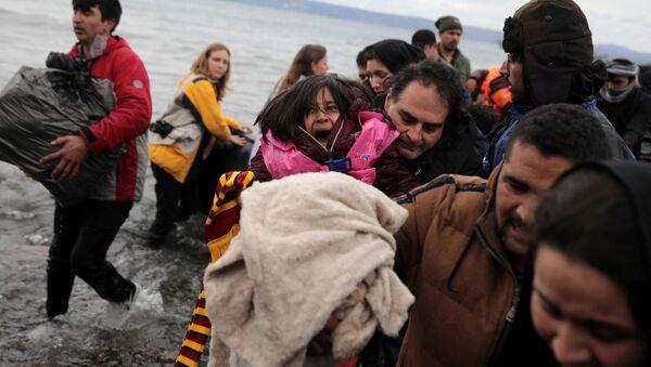 Người tị nạn Afghanistan đổ bộ vào bờ đảo Lesbos của Hy Lạp - Sputnik Việt Nam