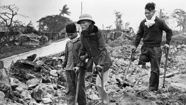 Chiến tranh ở Việt Nam (1964-1975). Các cư dân Việt Nam bị thiệt hại vì những trận ném bom của máy bay Mỹ - Sputnik Việt Nam