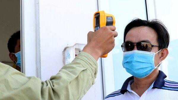 Sáng kiến dùng thiết bị đo nhiệt độ trên đường dây để kiểm soát thân nhiệt khách đến làm việc được các đơn vị thực hiện (trạm biến áp 220kV Châu Đốc). - Sputnik Việt Nam