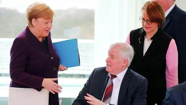 Bộ trưởng Đức từ chối bắt tay Merkel vì coronavirus - Sputnik Việt Nam
