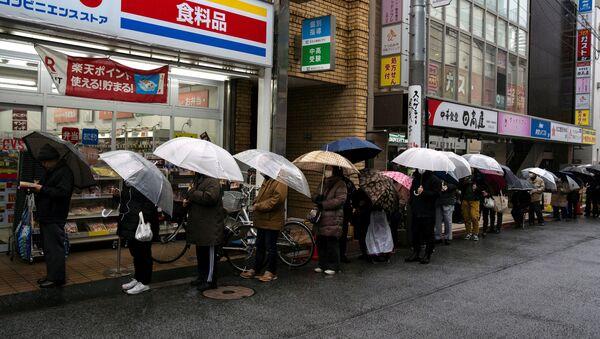 Xếp hàng để mua giấy vệ sinh ở Tokyo - Sputnik Việt Nam