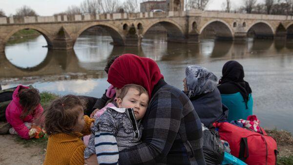 Người tị nạn tại Edirne, vùng biên giới Thổ Nhĩ Kỳ - Hy Lạp - Sputnik Việt Nam