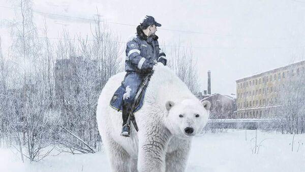Cảnh sát tuần tra xa lộ cưỡi gấu Bắc cực ở St. Petersburg trong tác phẩm của họa sĩ Vadim Solovyov - Sputnik Việt Nam