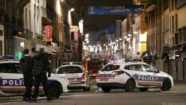 Cảnh sát Pháp trong một hoạt động đặc biệt ở thị trấn Saint-Denis - Sputnik Việt Nam